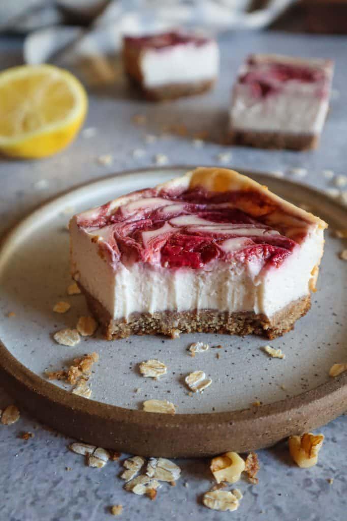 strawberry swirl cheesecake bars