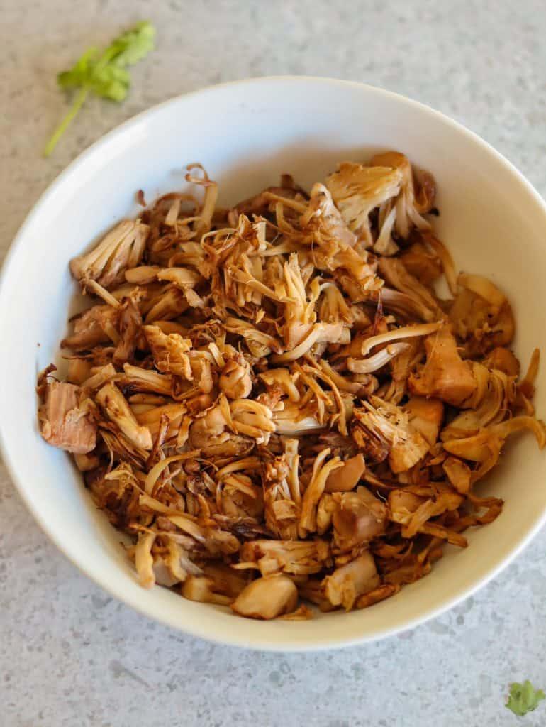 vegan shredded chicken (jackfruit)